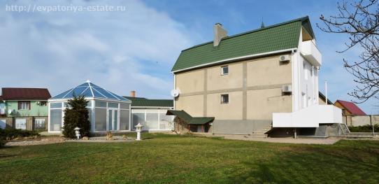 Классический загородный дом в курортном пригороде Евпатории