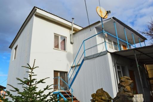 Домовладение с гостевыми номерами в курортном пригороде Евпатории