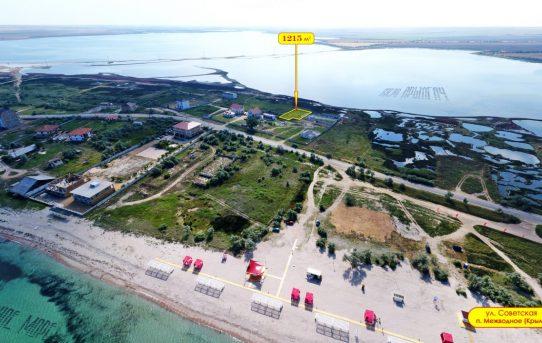 Участок у моря с видом на озеро в Крыму